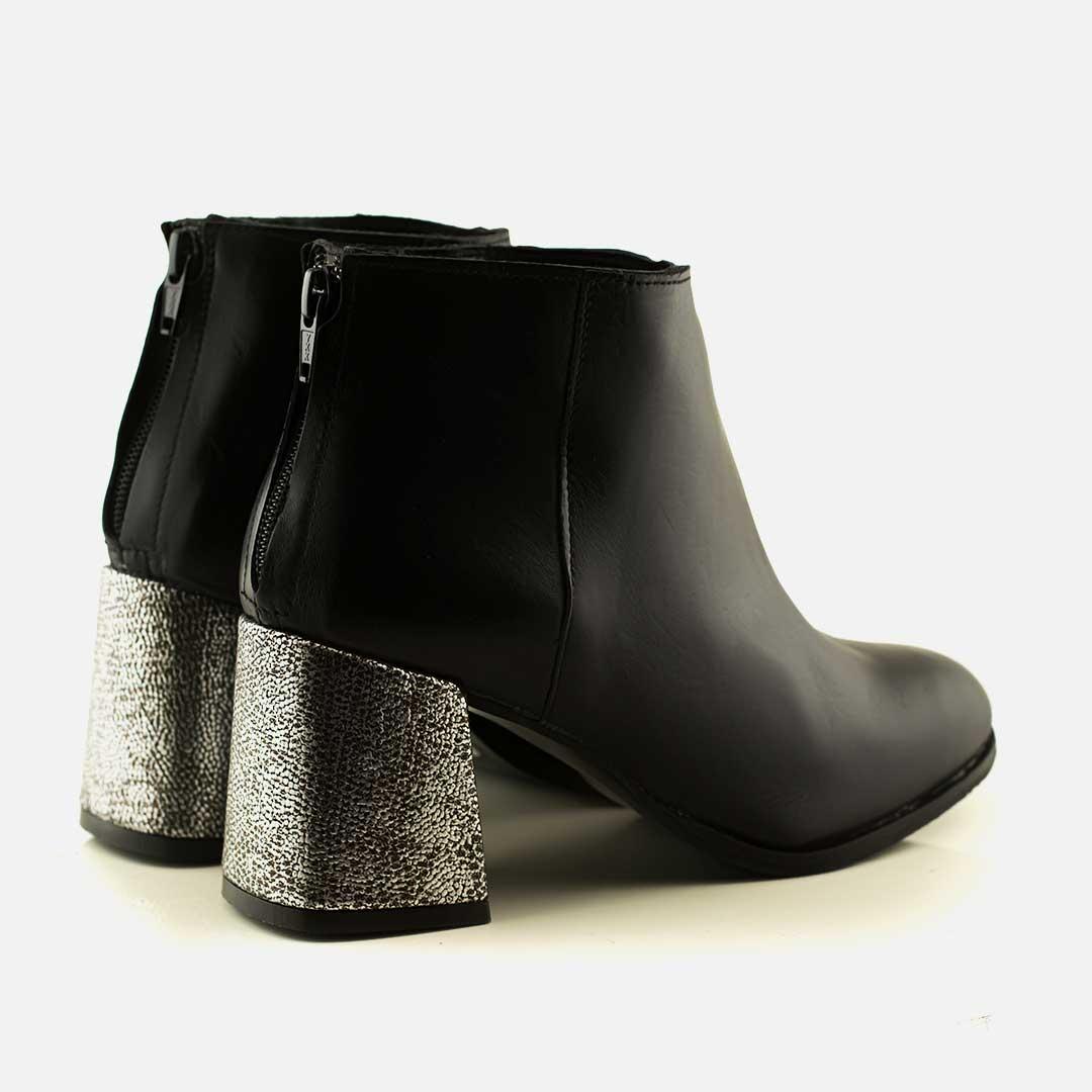 Botas negras con taco dorado Cala - La Leopolda 5d3887a669210