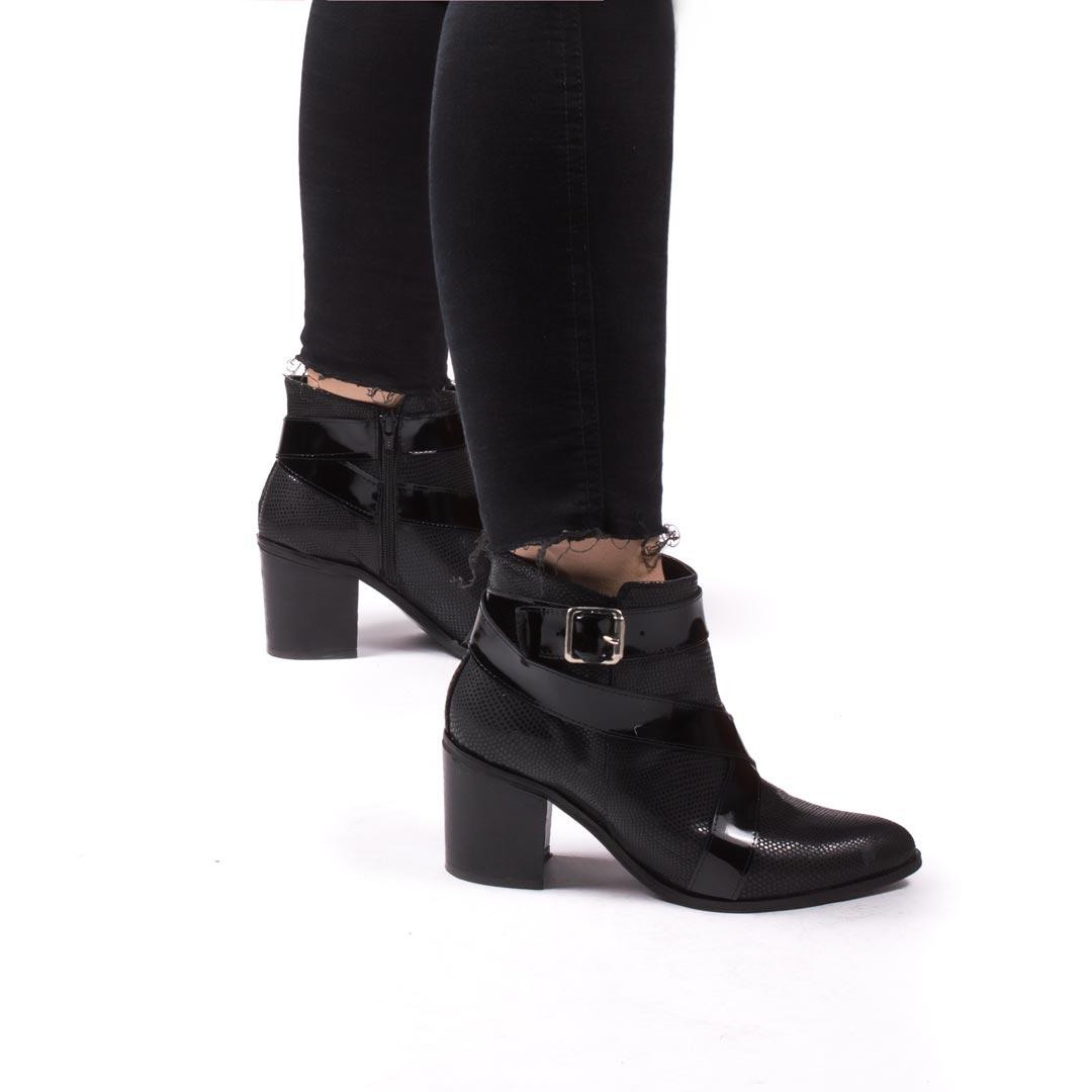 Botas-en-punta-ludo-negro00