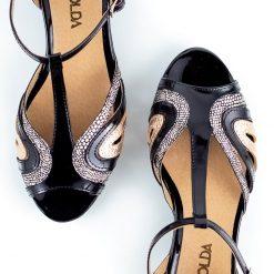 sandalas bajitas de mujer en charol negro y detalles metalizados tipo guillerminas