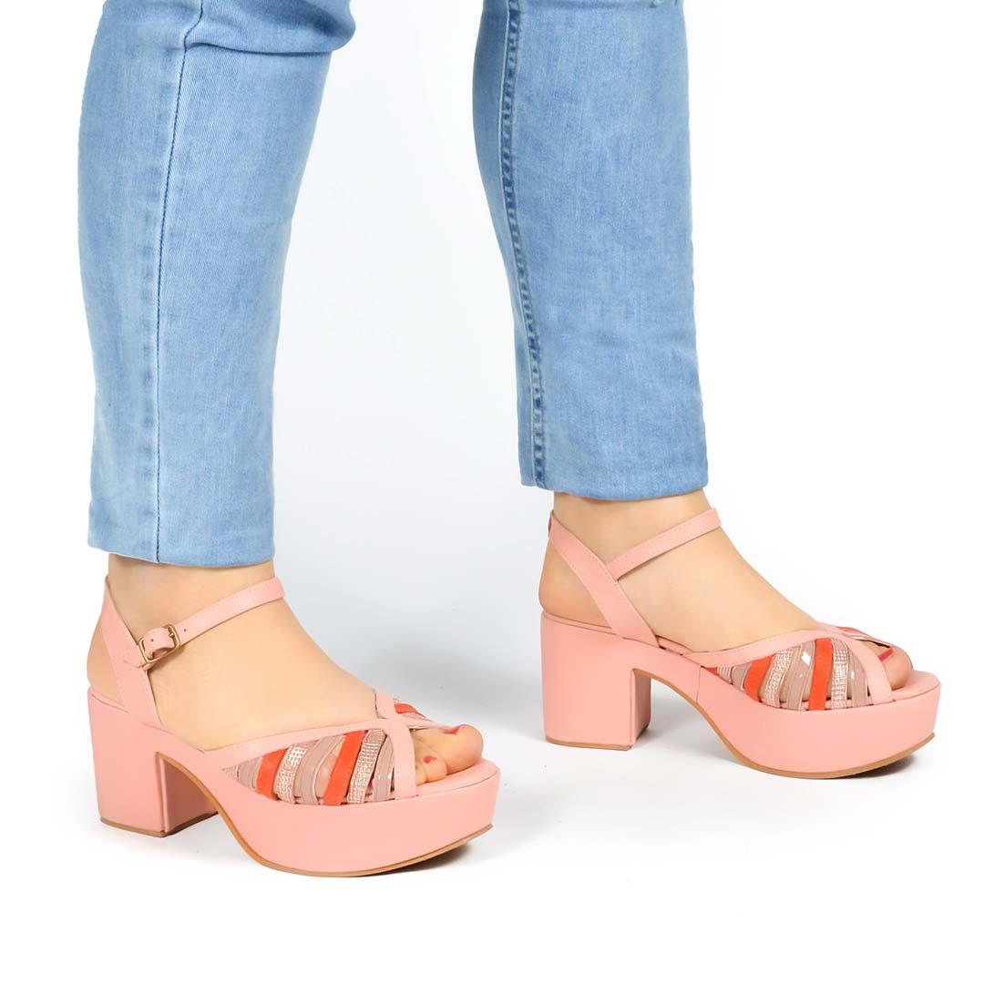Sandalias-verano-19-plataforma-rosa-Arco00