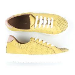 zapatillas de vestir para mujer en cuero grabado amarillo con tachitas y diseño original