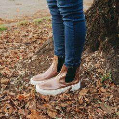 Botas-de-mujer-con-plataforma-en-cuero-metalizado-color-cobre