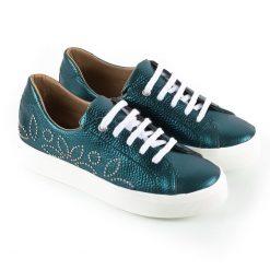 zapatillas urbanas de mujer en cuero metalizado color petroleo con tachitas
