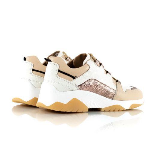 zapatillas de mujer con diseño original en mix de cueros beige, blanco y cobre metalizado