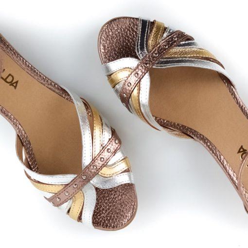 sandalias de mujer con pulsera al tobillo en cuero metalizado beige, cobre y platino