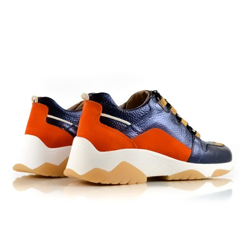 zapatillas urbanas de mujer en cuero azul y naranja onda retro