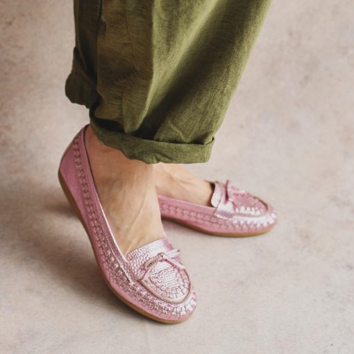 mocasines de mujer chatitas en cuero rosa tramado