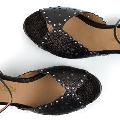 sandalias urbanas de mujer en cuero negro metalizado calado a la moda