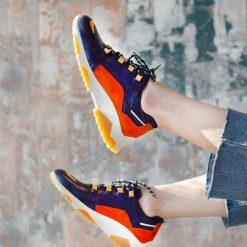 zapatillas urbanas de mujer en cuero azul metalizado y cuero gamuzado tendencia