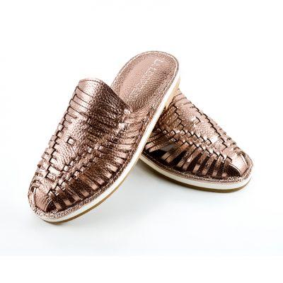 mules-de-mujer-en-cuero-color-cobre-suecos-chatitas-pampa03